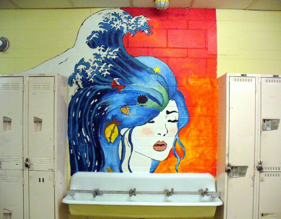 Graffiti représentant une femme, réalisé dans un Cégep